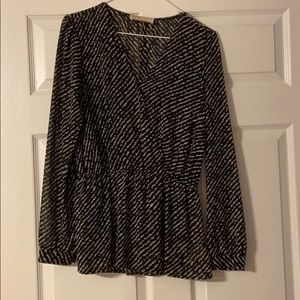*Cute blouse in great condition